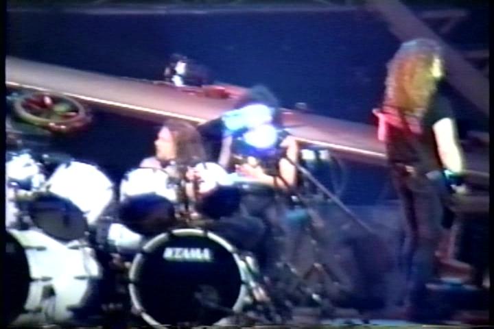 metallica_1991-12-23_worchester_screen_damage-8