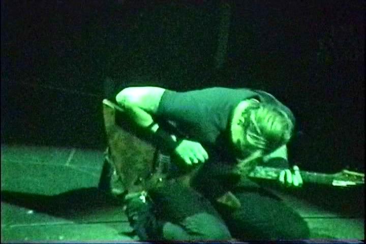 metallica_2004-10-22_eastrutherford_screen_171200933746